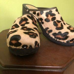 Like new Tessa Real Calf hair leopard print clogs!